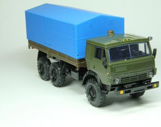 Камский грузовик 43101-010 с тентом, хаки / синий