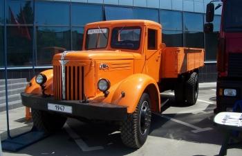 МАЗ 200 бортовой, оранжевый