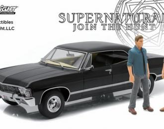 """CHEVROLET Impala Sport Sedan 1967 c фигурками Сэма и Дина (из телесериала """"Сверхъестественное"""")"""