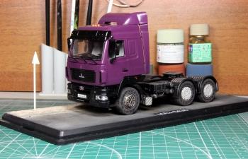 Композиция МАЗ-6430 седельный тягач с 2-мя фигурками