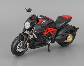 DUCATI Diavel Carbon, red / black