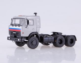 Камский грузовик 54115 седельный тягач, серый