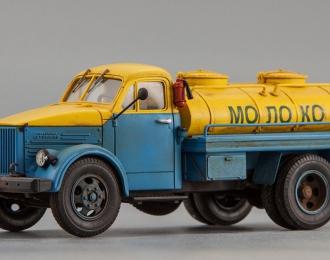 Автомобиль-цистерна АЦПТ-2,1А Молоко (голубой / желтый, со следами эксплуатации)