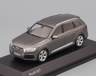 AUDI Q7 (2015), grey