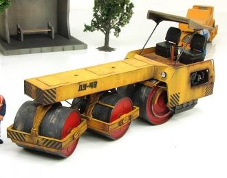 Каток дорожный ДУ-49, желтый грязный