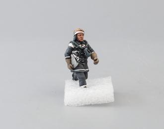 Фигурка Пожарный с рукавной скаткой