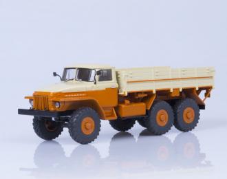 Уральский грузовик-377 бортовой Автоэкспорт, бежевый / оранжевый