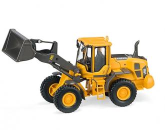 VOLVO L90G Loader, yellow