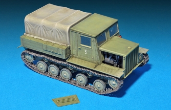 Сборная модель Трактор  Ya-12 SOVIET ARTILLERY TRACTOR Early Production