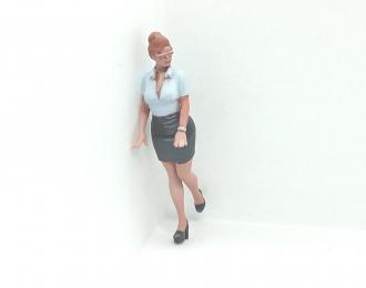 Фигура Девушка стоит (Вариант 7), окрашенная