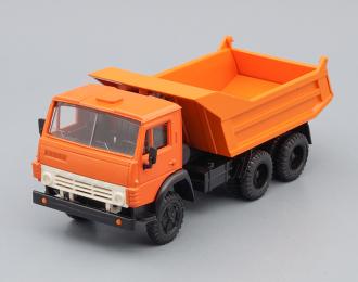 Камский грузовик 55111 самосвал (продольные ребра), оранжевый