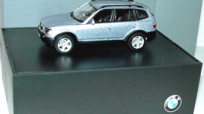 BMW X3 3.0d E83 (2004), blue water met.
