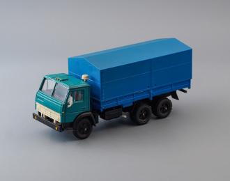 Камский грузовик 5320 бортовой с тентом, зеленый / синий