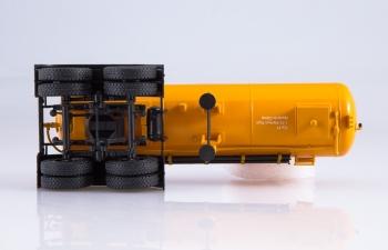 КАМАЗ-54112 с полуприцепом-цементовозом ТЦ-11, хаки / оранжевый