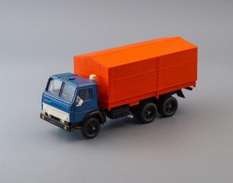 Камский грузовик 5320 бортовой с тентом, синий / красный