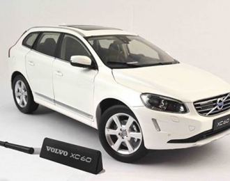 VOLVO XC60 (2015), crystal white pearl