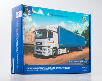 Сборная модель Камский грузовик 5490 с полуприцепом НЕФАЗ-93341
