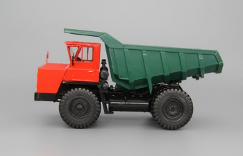 БелАЗ-7522 карьерный самосвал, красный / зеленый