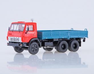 КАМАЗ-5320 бортовой, красный / синий