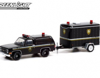 """набор CHEVROLET K5 Blazer Utica """"New York Police Department"""" с прицепом Cargo 1990"""