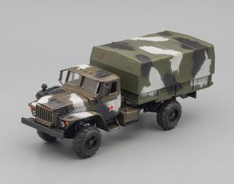 Уральский грузовик 43206 с тентом, камуфляж