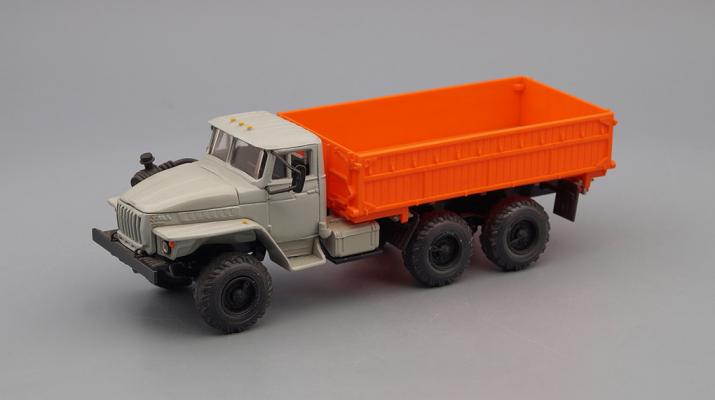 Уральский грузовик 5557 Сельхозвариант, серый / оранжевый