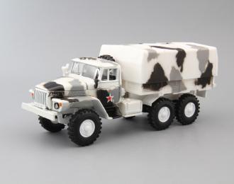 Уральский грузовик 4320 с тентом, белый камуфляж