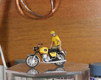 Мотоциклист Роман (для ИЖ Планета-Спорт) жёлтая майка