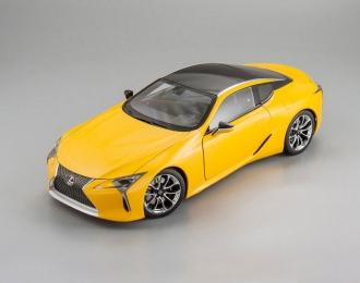 Lexus LC500, yellow