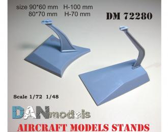 подставка для моделей самолетов. В наборе 2 шт. пластик.