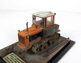 """ДТ-75 """"Почтальон"""", трактор (оранжевый, со следами эксплуатации)"""