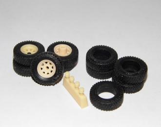 Комплект внедорожных дисков с резиной