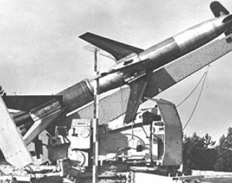 Сборная модель  German Rheinmetall 'Rheintochter' R-2 anti-aircraft missiles and launcher